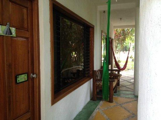 Hotel Jaguar Inn Tikal: Hammocks!