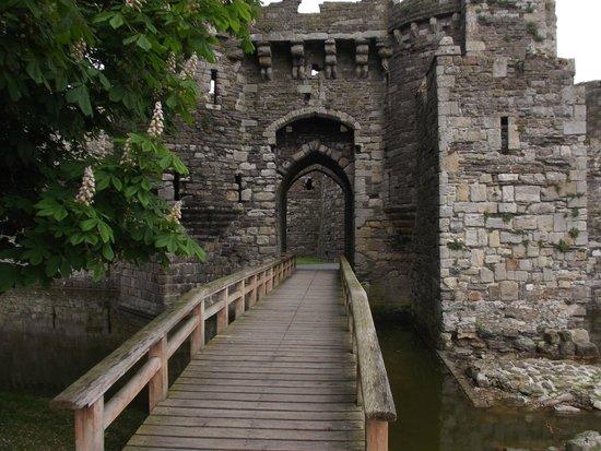 Beaumaris Castle: The entrance