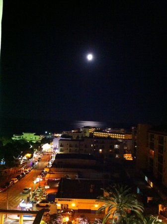 Balcony view at night foto di invisa hotel ereso es for Balcony night view