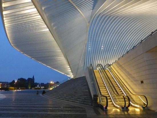 Husa de la Couronne: Liege station