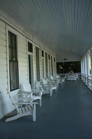 Big Trees Lodge: Les couloirs extérieurs