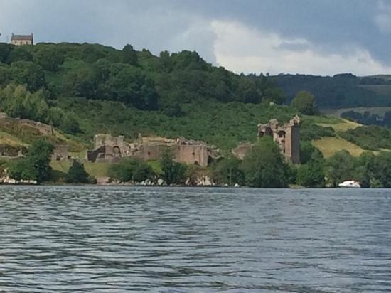 Cruise Loch Ness: urquhart castle