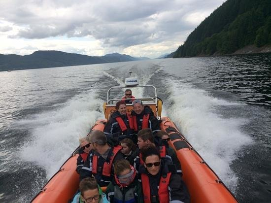 Cruise Loch Ness: nothing like a bit of speed !
