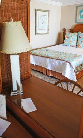 Shalimar Cottages and Motel: Motel Eff. Room