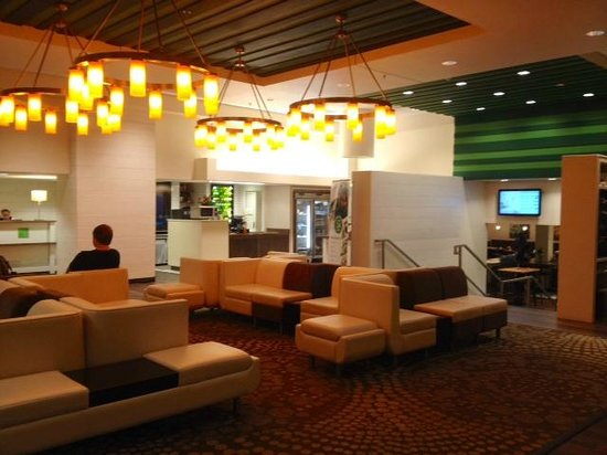 Holiday Inn & Suites Atlanta Airport - North: Lobby. Check-in and check-out were both fast and simple.