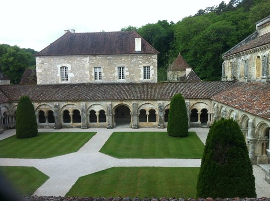 Abbaye de Fontenay : Le Cloître et Jardin