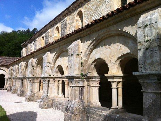 Abbaye de Fontenay : Architecture cistercienne commune à Cîteaux