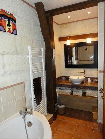 La Closerie de l'Epan : Salle de bain chambre aux masques