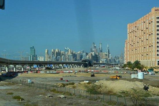 Movenpick Ibn Battuta Gate Hotel Dubai : Rear view of hotel