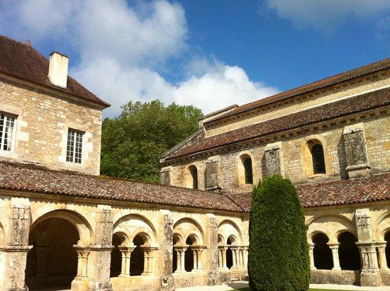 Abbaye de Fontenay : Vue extérieure de l'Abbatiale