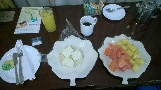 Four Points By Sheraton Medellin: Desayuno en la habitación