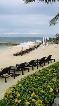 Crimson Resort and Spa, Mactan: beach