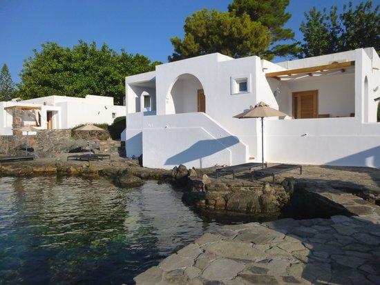 Minos Beach Art hotel : Vue exterieure du bungalow