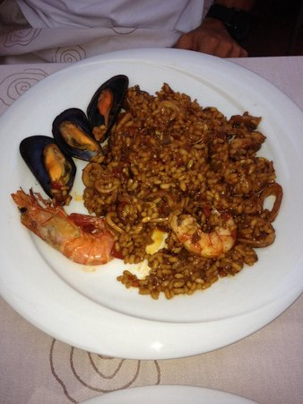 Caliu Restaurant: Homemade authentic seafood paella
