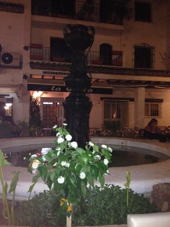 La Piazzetta Ristorante Italiano: Unbelievable setting for a lovely romantic meal. Like being in italy