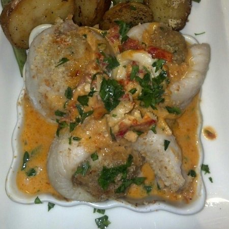 Phat Cats Bistro: Acadian Red Fish w/crab stuffing & lobster cream sauce
