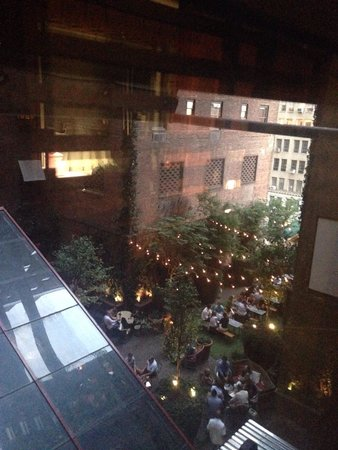 Hudson Hotel New York : View of the outdoor bar area