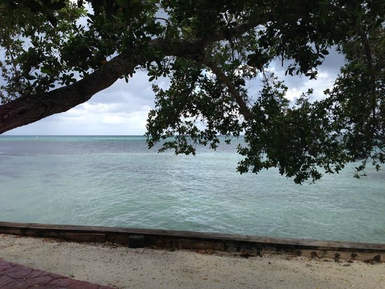 Hatchet Caye Resort: Quiet Day
