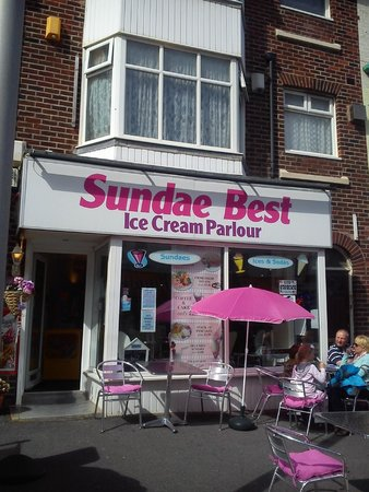 Sundae Best Ice Cream Parlour: Bispham's friendly little cafe