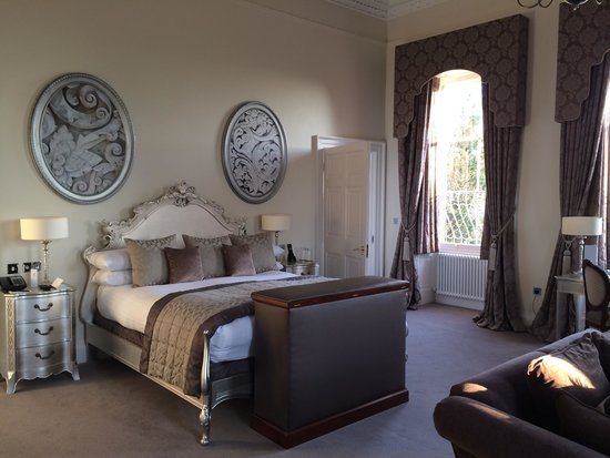 Bailbrook House Hotel : Suite bedroom. Absolutely stunning!