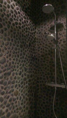 Apartment K: monsoon shower
