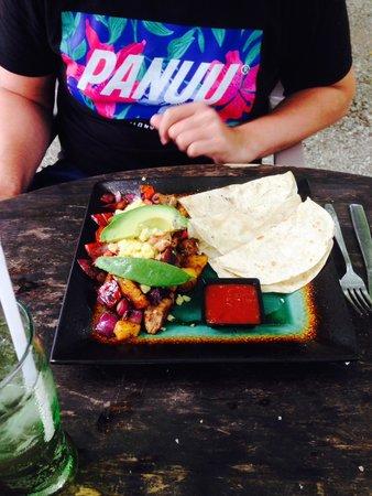 Las Caracolas: Enchilada Caracolas - yummy!