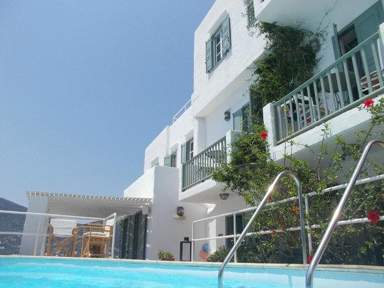 Niriedes Hotel: Another view from the pool
