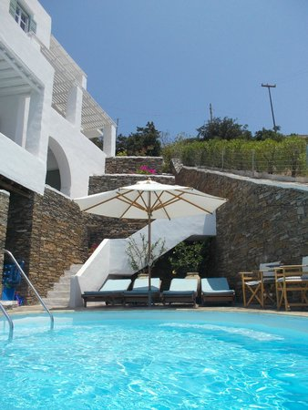 Niriedes Hotel: A view from the pool