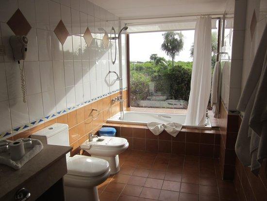 Sol Cayo Santa Maria: Salle de bain vue sur la mer