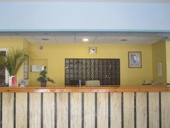 Eliana Hotel: Ресепшн