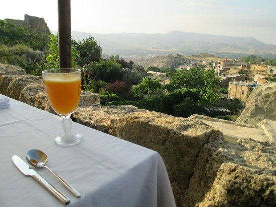 Esbelli Evi Cave Hotel: View from the breakfast terrace