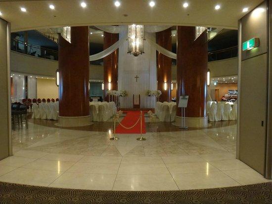 Swissotel Nankai Osaka : A wedding reception being prepared within the hotel