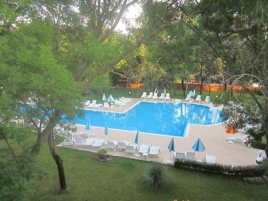 Yunona: Swimming pool