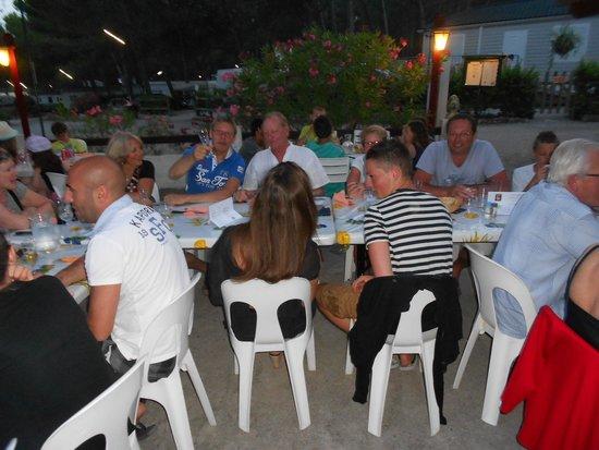 Provence Camping : 2 fois par semaine repas dansant