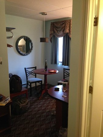 Plaza Motor Motel: Nice touches, like this breakfast alcove