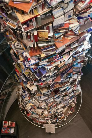 Petersen Boarding House: Tower of Books - More than 10000+ books have been written about Abraham Lincoln's Life