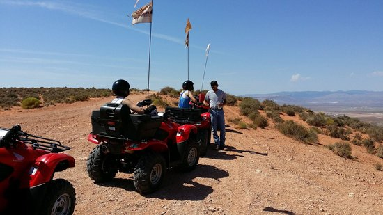 ATV and Jeep Adventure Tours: Dave giving us instructions