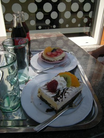 Kompas Hotel Bled: Cakes from The Brown Bear Cafe