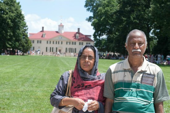 George Washington's Mount Vernon: My parents at George Washington's Estate