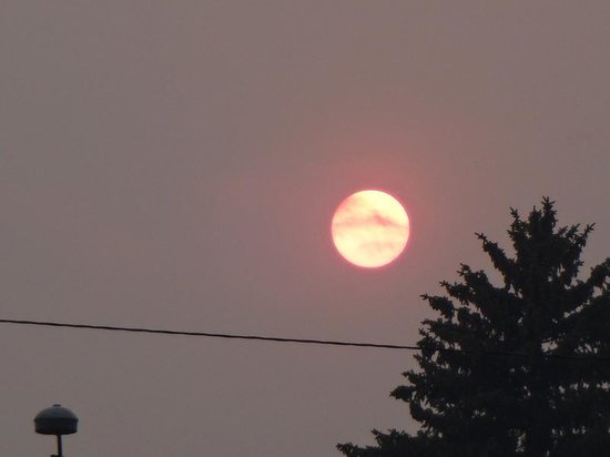 Doubletree Missoula/Edgewater: Fires from Oregon colored the sun