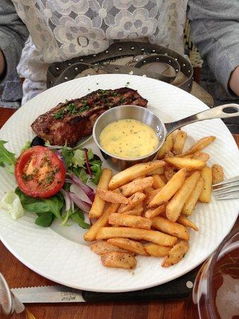 Heering Restaurant and Bistro: Bøf bearnaise