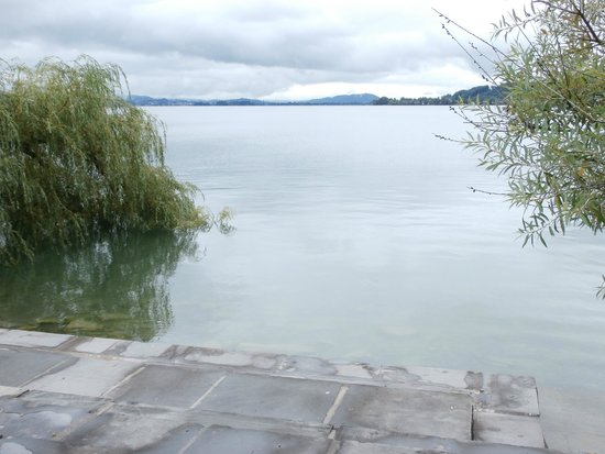 Horn Richterswil: Lake swim access with mountain view