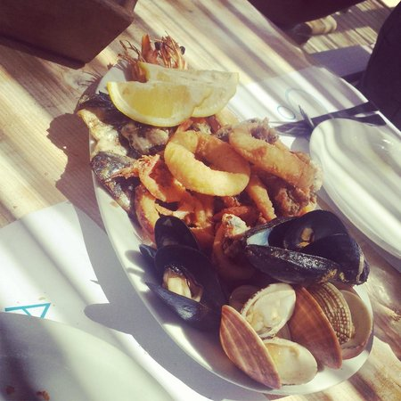 Casa Bianca: Food from a restaurant on Ornos beach