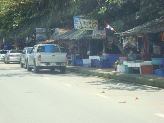 Mae Ram Phueng Beach : Dozens of fresh Seafood Restaurants