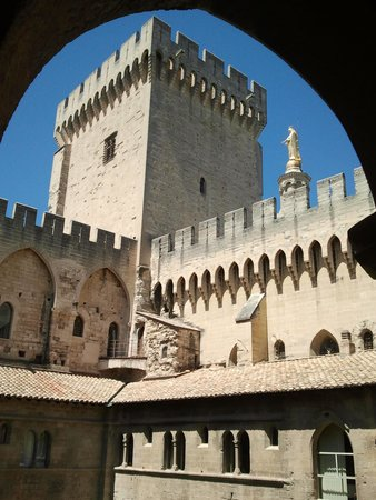 Pope's Palace (Palais des Papes): nice view from the window