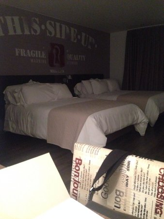 Hotel Sites 45: 2 double beds - room 5F