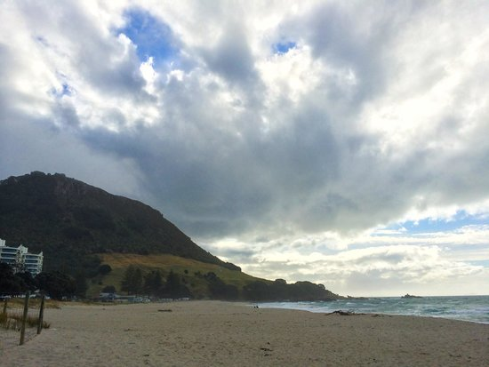 Maunganui Beach: A great beach with the mountain scenic view behind.
