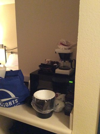 Country Inn & Suites By Carlson, Beckley: Coffee, Tea, & Mini Fridge