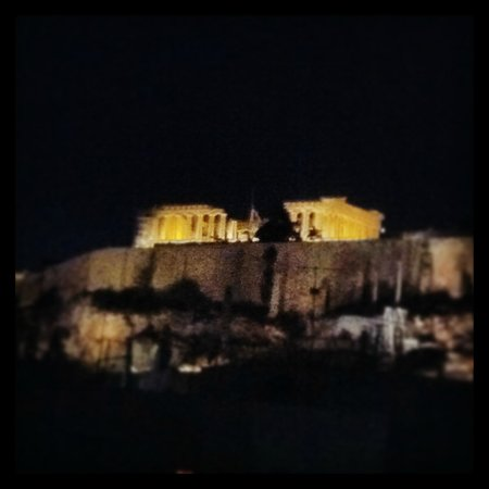 Athens Backpackers: View from rooftop bar at night
