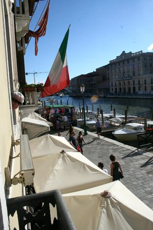 Hotel Carlton on the Grand Canal : View from room 107